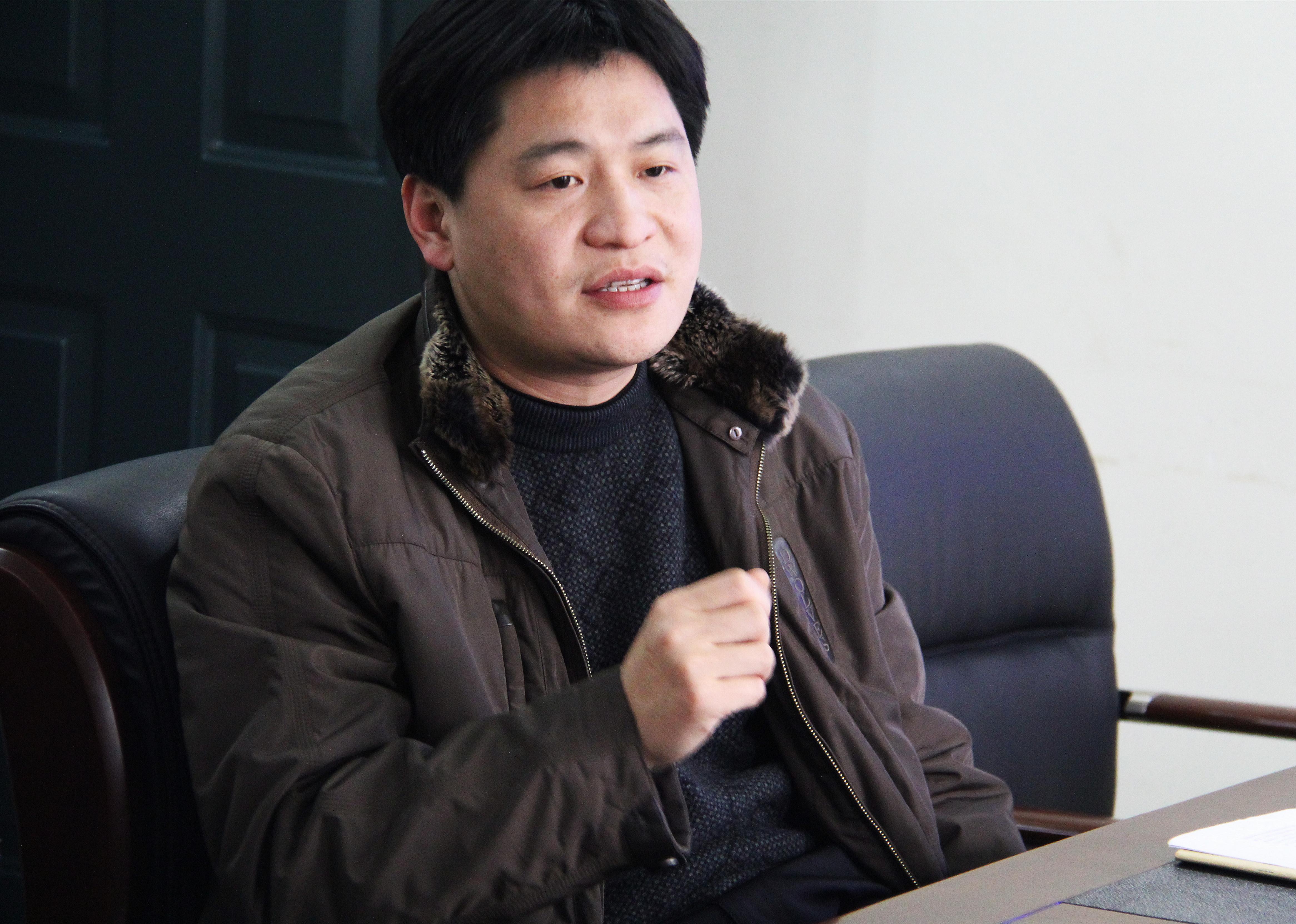 2月26日下午,郑州市学区道德课堂检查组一行7人在副学区长许东海的