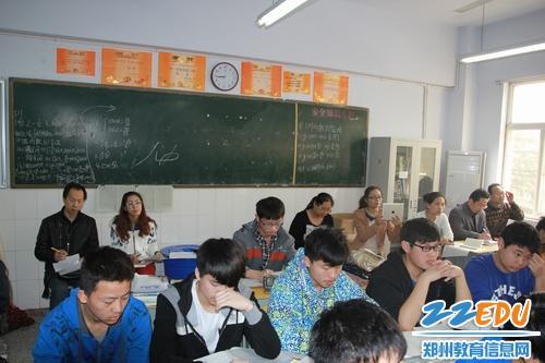 新疆郑州高级中学考察团访问哈密五中莅临大连高中_的理科好学校图片