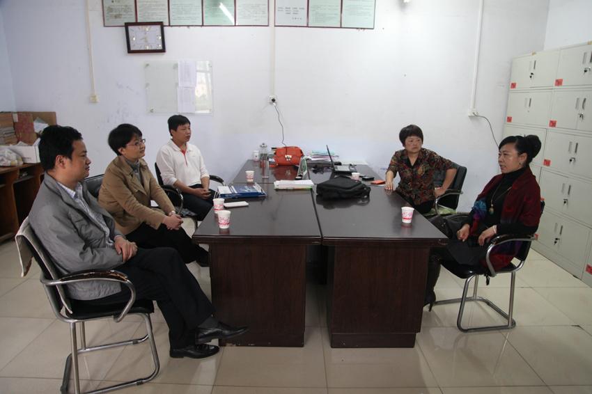 赶赴荥阳市乔楼一中开展支教工作,该校张雪玲副校长代表学校表示欢迎