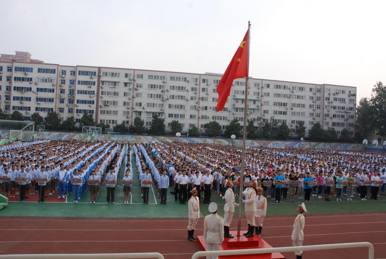 初中升旗仪式主持词_[回中] 举办新学期升旗仪式--郑州校园网