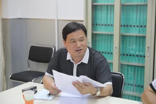 郑州五中学区副学区长许东海宣读学区工作计划