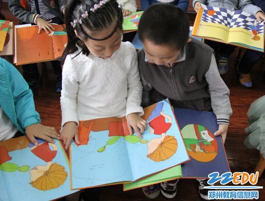 幼儿园大班阶段孩子们开始换牙了,牙齿的掉落让孩子们感到