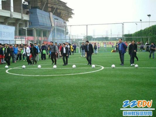 郑州16中足球队获中国谁是球王比赛郑州赛区