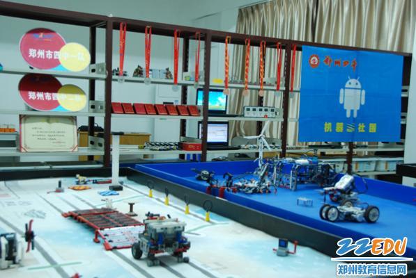 机器人社团活动室-机器人社团喜获 五星级社团 称号图片