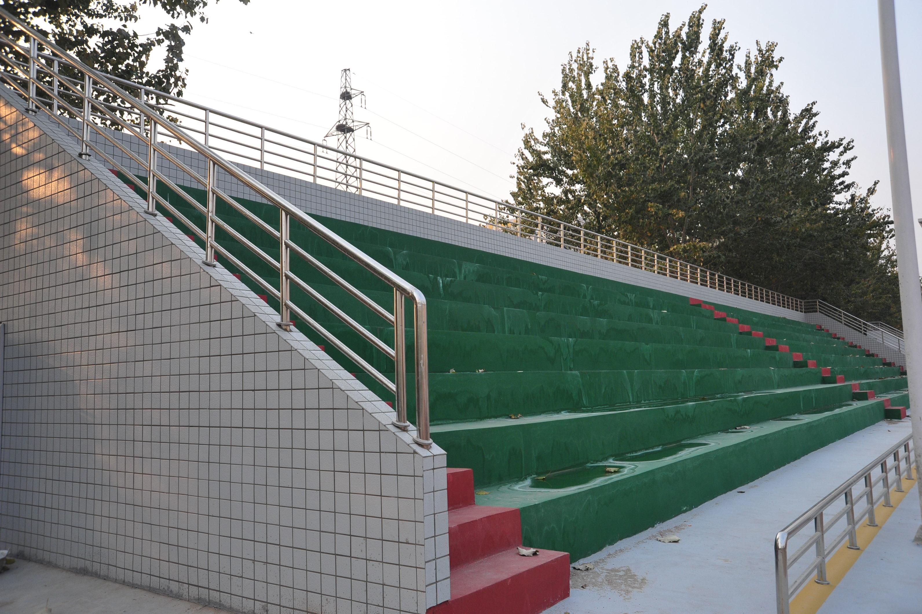 郑州106中学新语文试题体育看台粉刷一新原创校区高中学校图片