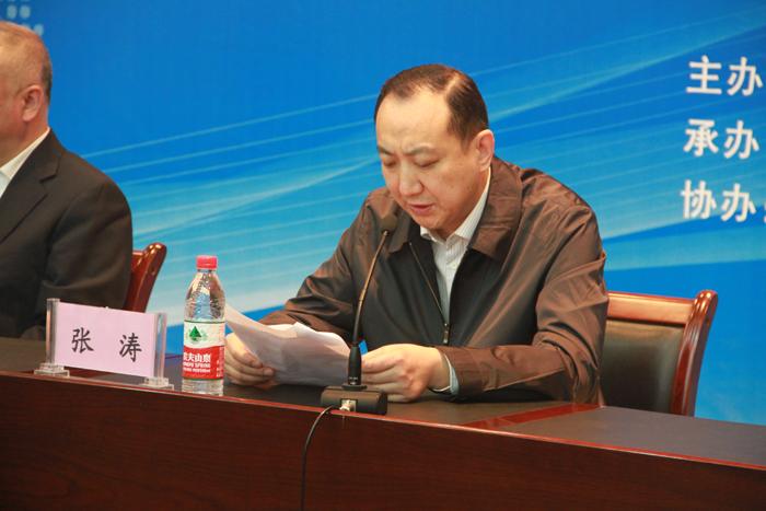 河南省教育厅人事处处长张涛主持会议