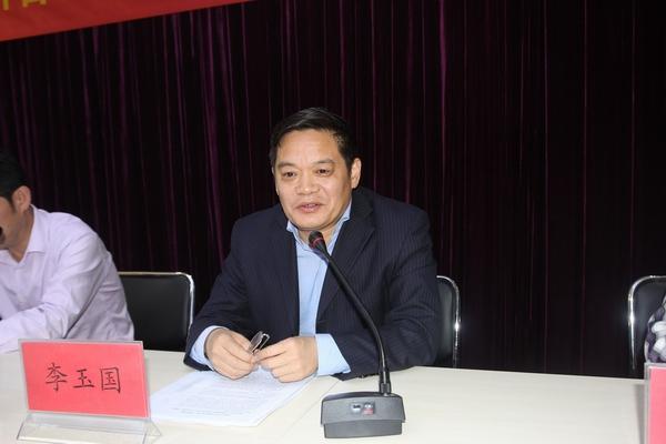 郑州五中学区副学区长许东海宣读《郑州五中学区教研合作体(管城区教