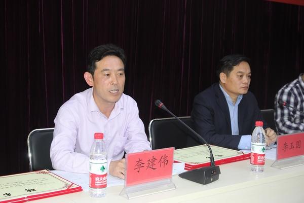 郑州五中学区副学区长许东海宣读《郑州五中学区教研合作体(管城区