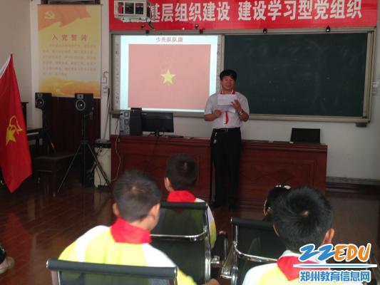 郑州市盲聋哑学校举行一年级新生入队仪式 -举行一年级新生入队仪式图片