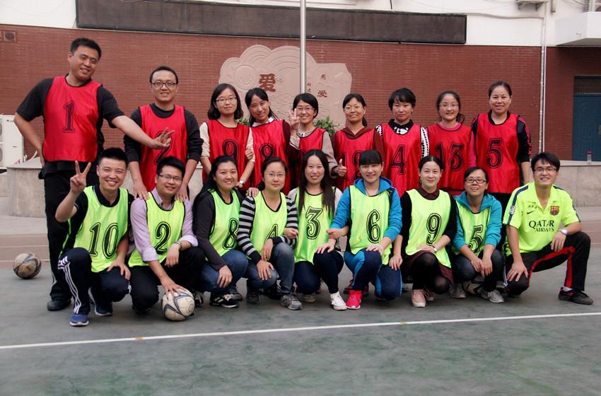 足球进校园 老班也疯狂--新闻中心--郑州教育信息网