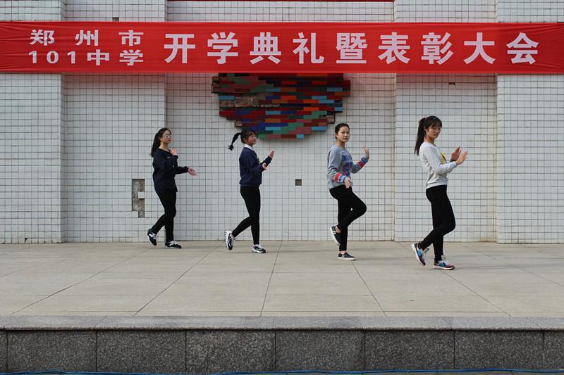 中学开学典礼主持稿_本次开学典礼的 主持 人杨睿同学是校学生会&#8226