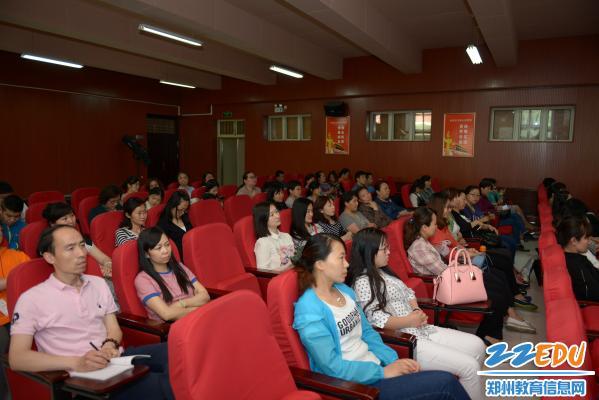 郑州市盲聋哑学校召开 心理健康培训情况汇报会图片