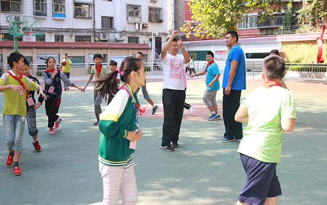 人人献出一点爱 世界变得更美好-郑州市第五十二中学