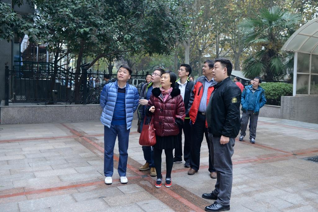 來訪廣州育才中學的教師參觀回民中學校園圖片