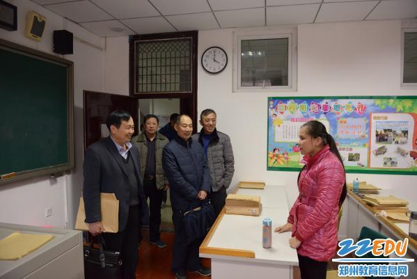 郑州市盲聋哑学校迎省示范性特殊教育学校评估专家组验收检查