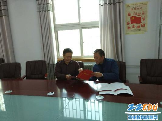 郑州市盲聋哑学校与郑州市动物园签订 助残圆梦合作协议书
