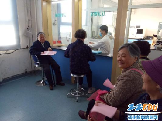 织退休干部进行健康体检