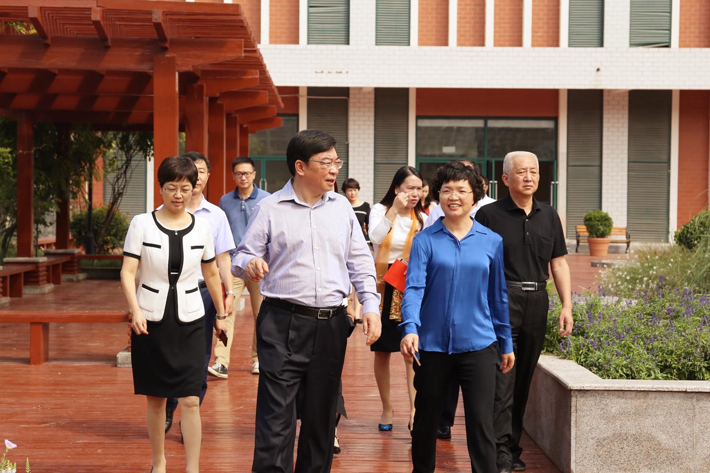 中原区慰问教师节领导走访郑州外国语中学家长架约怎么办初中生图片
