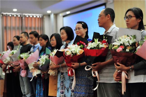 教师节表彰_郑州102中学召开教师节庆祝暨表彰大会
