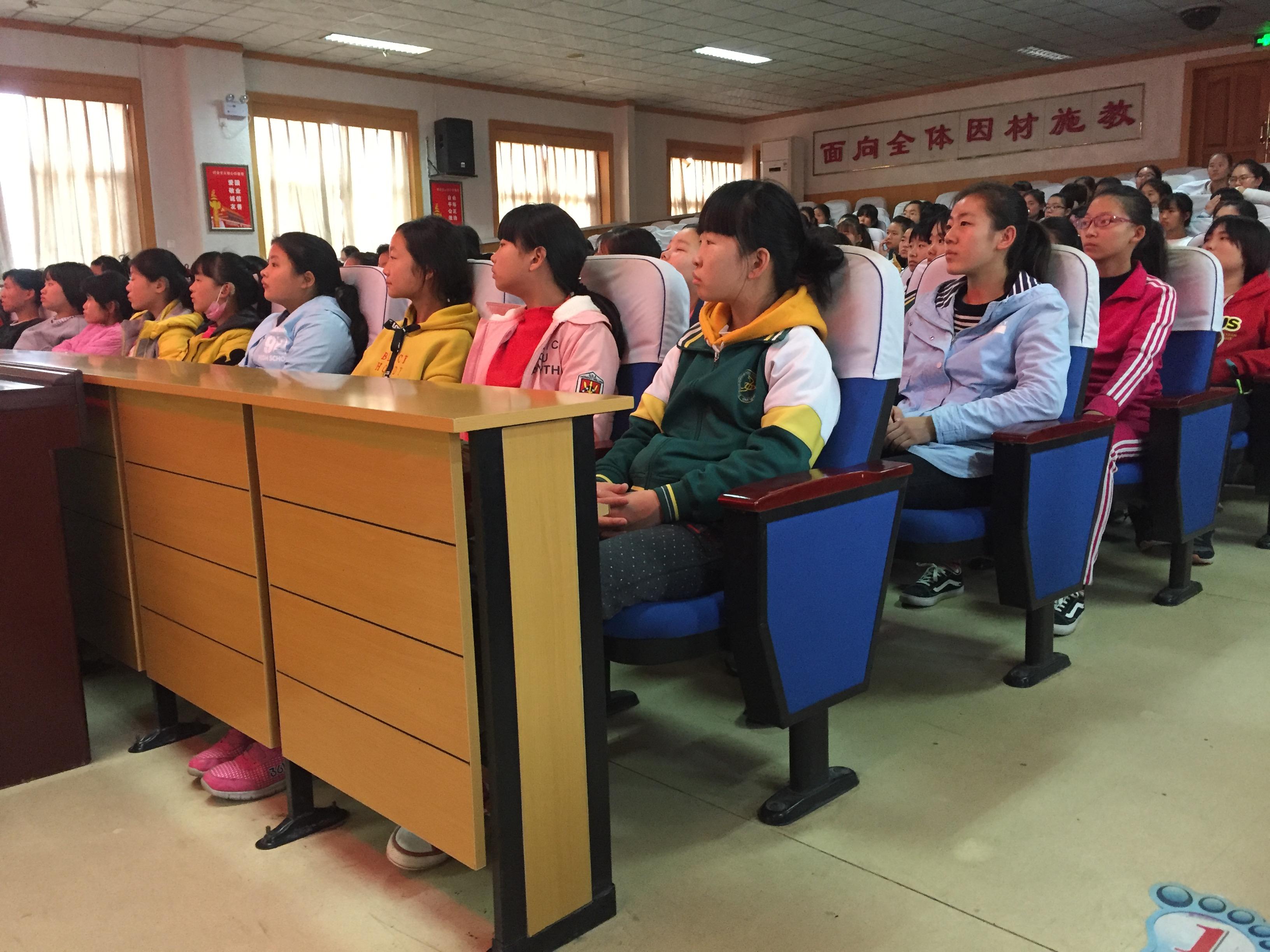 我的青春谁做主? 郑州市盲聋哑学校举行青春期知识讲座