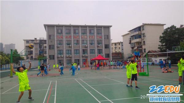 男排发球-青年路小学 特色教学结硕果 排球健儿创佳绩