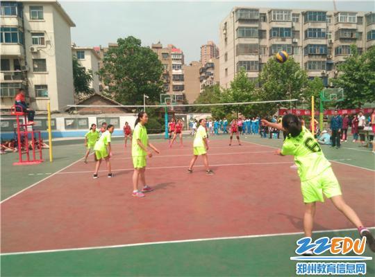 女排发球-青年路小学 特色教学结硕果 排球健儿创佳绩