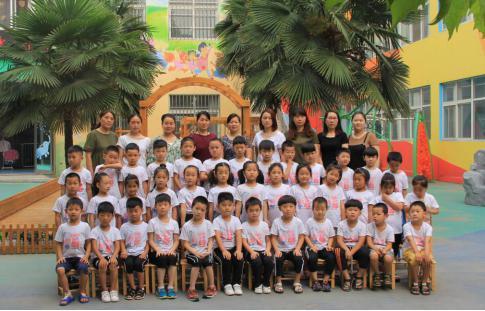 老师和孩子们拍摄出了不同的创意毕业照,记录幼儿园的三年生活.图片