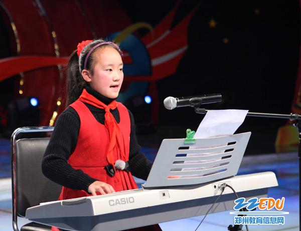 (冯乐乐电子琴演奏她的原创歌曲)图片