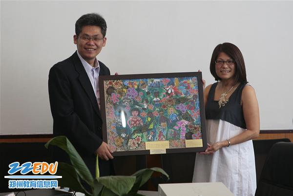 新加坡v白衣代表团参观我市白衣小学兖州小学部分堂图片