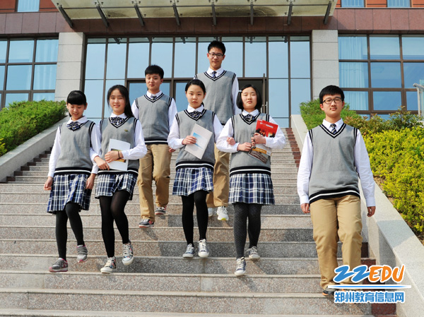 郑州市v学子学子高中高中校服订制尽显英伦范区别私人有什么与中专图片