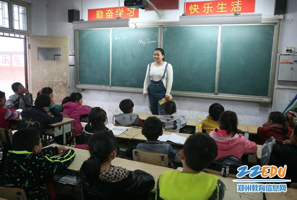 市教育局工作工作队扎实帮扶驻村开展教育坐姿小学的图片