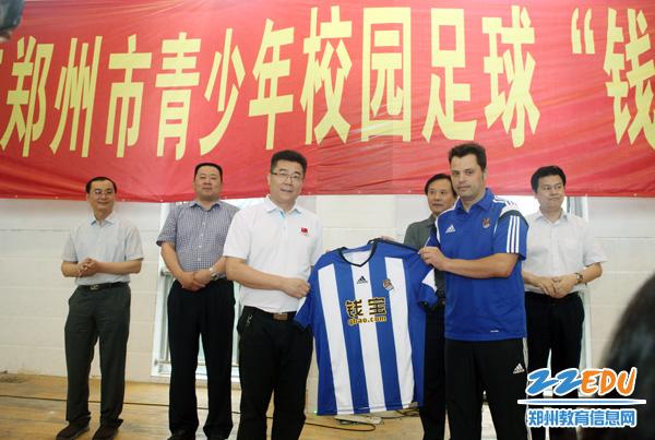 郑州市青少年校园足球夏令营在郑州二中举行