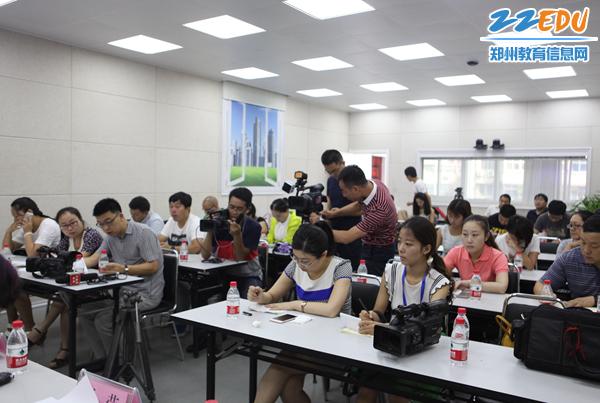 市教育局召开了2016年中职中专招生通气会