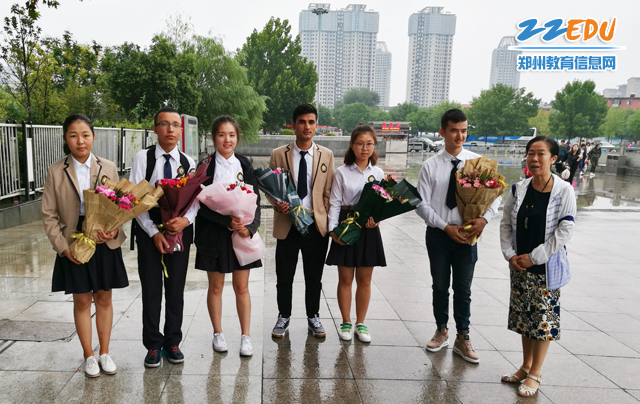 教师节系列报道:庞冬青――教书育人30载 浓浓大爱满天山