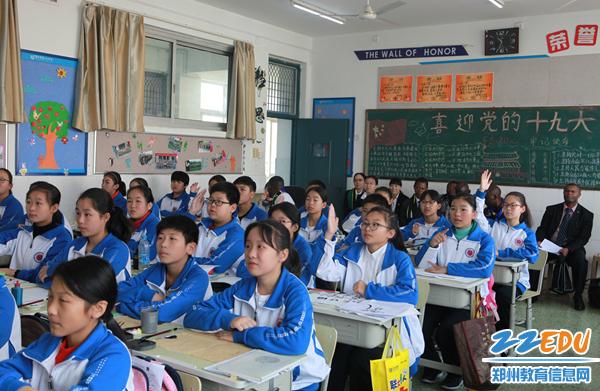 """""""汉语桥--坦桑尼亚教育代表团""""走进郑州学校,对中国传统文化连连称赞"""