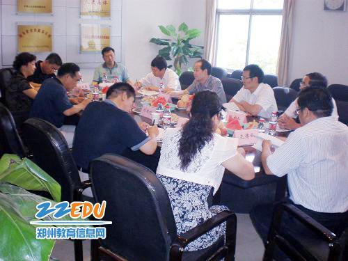 省教育厅检查组与郑州市电子信息工程学校座谈