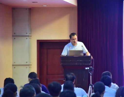 郑州47中高中部德育处副主任李大民进行安全平台技术培训