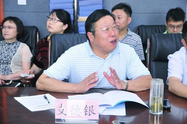 郑州市科技工业学校校长支德银汇报大赛承办工作