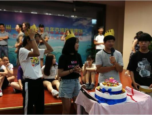 精心准备,为即将离开的8月份出生的韩方青少年过生日