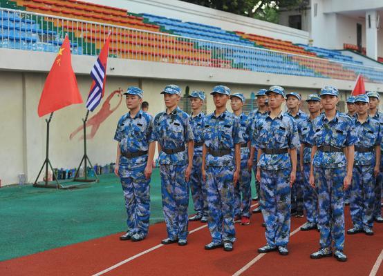 8海军航空实验班的同学们整齐列队