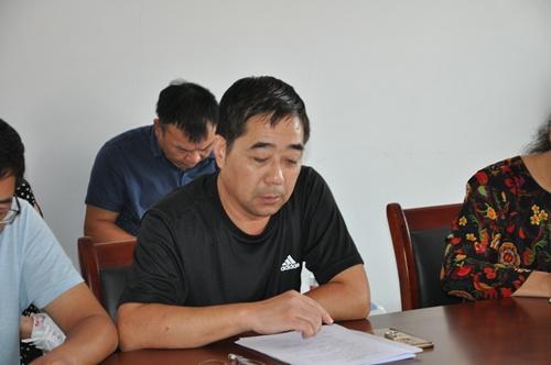荥阳市人民政府教育督导室主任李红列,王村镇中心学校校长朱玉庆,王村