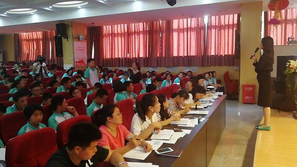 3、学生积极回答问题,条理清晰,自信阳光