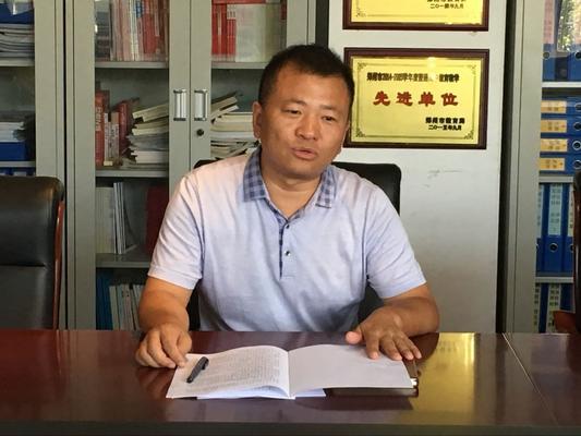 副校长郭鹏介绍租赁校舍安保设施情况