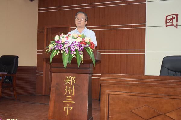 郑州三中党总支书记、校长查保翔对教师们表示感谢_副本