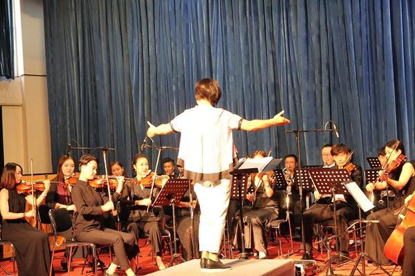 教师体验乐团指挥