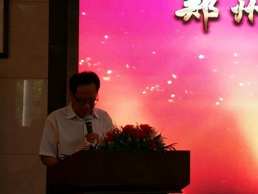 2.校党委书记庞非宣读《郑州市第八中学关于表彰2017—2018学年市级先进的决定》