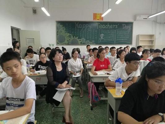 领导班子带领教师听评课