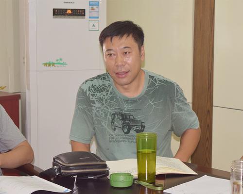 语文教研组组长于春波分析中招语文变化_副本