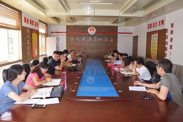 郑州三中英语组积极讨论新学期教学工作_副本