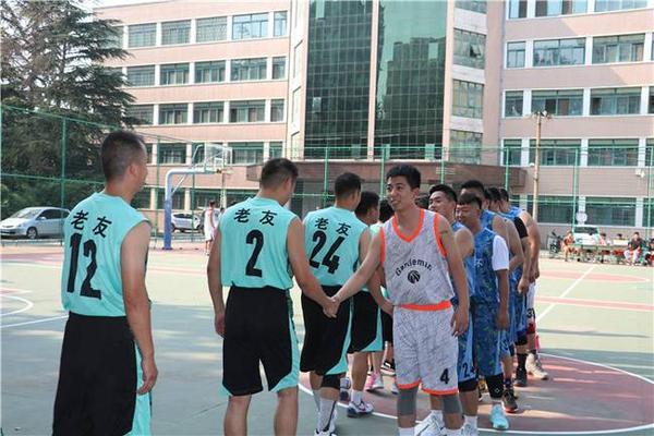 3财贸学校篮球训练掠影